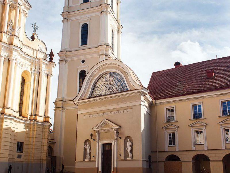 Vilniaus universiteto fasado tvarkymas